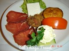 Prosciutto, young cheese, paradajz (tomatoes), cornbread